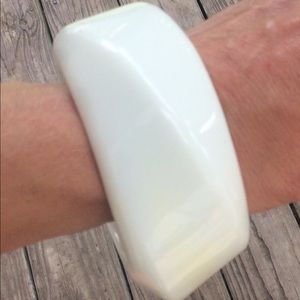 Vtg, Lg. Absract Mod Geometric White Lucite Bangle